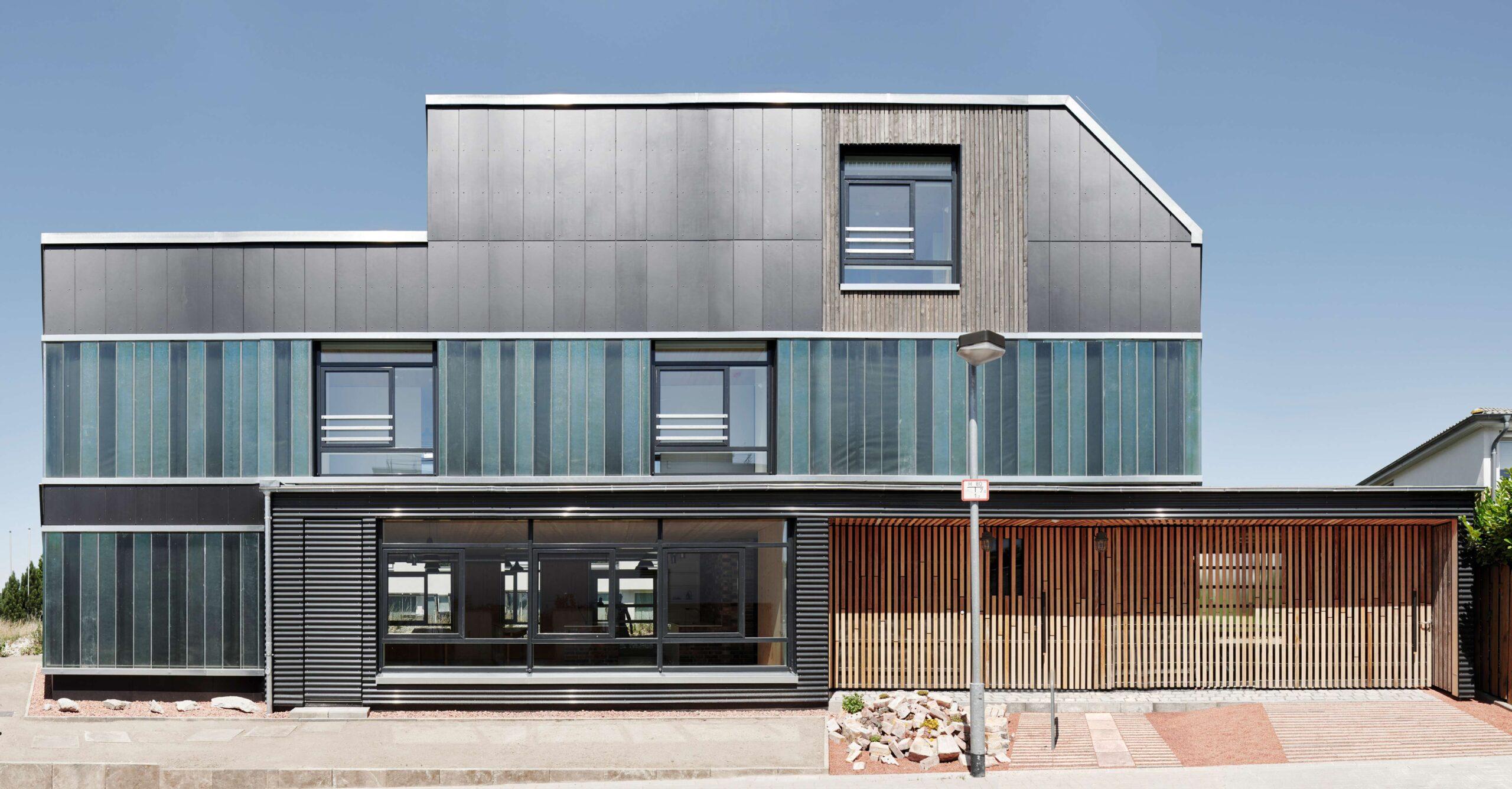 фасад с алюминиевыми окнами